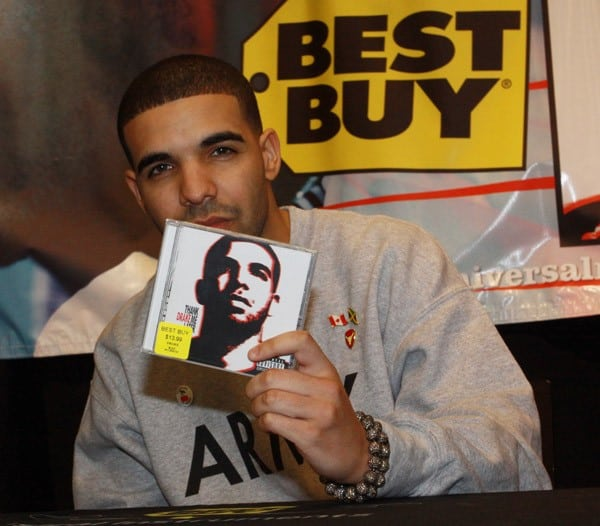 Drake Signs 'Thank Me Later' at Best Buy in New York City