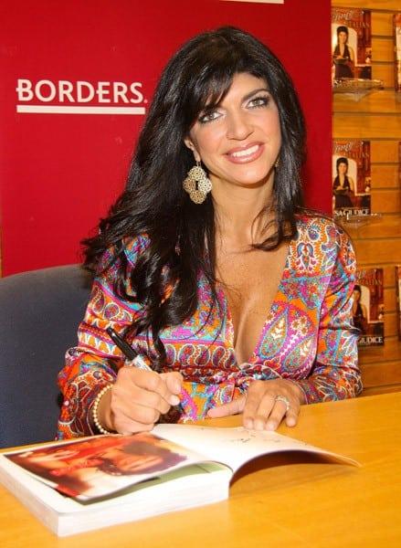 Teresa Giudice Signs 'Skinny Italian' at Borders