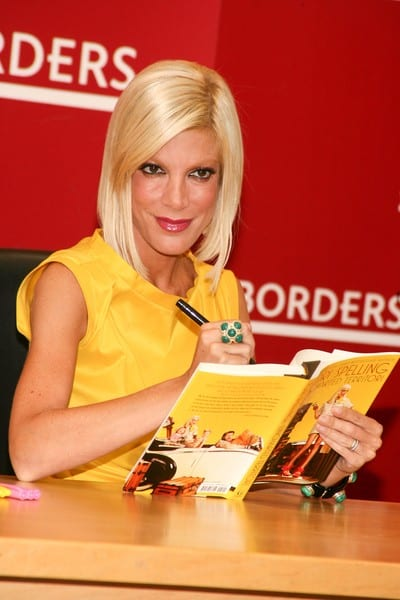 Tori Spelling Signs 'Uncharted TerriTori' at Borders Books