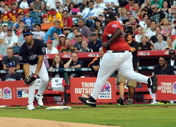 Mike Piazza and Quinton Aaron at the Taco Bell All-Star Legends & Celebrity Softball Game