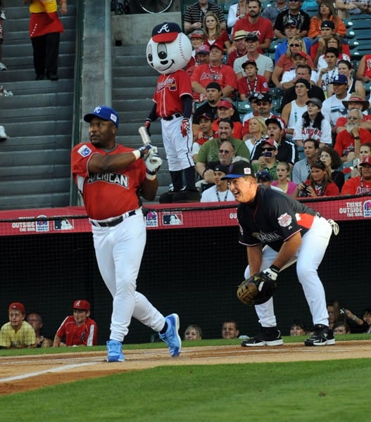 Bo Jackson and Gary Carter at the Taco Bell All-Star Legends & Celebrity Softball Game