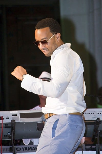 John Legend Performs in New York City | Contact Any Celebrity ~ Contact 59,000+ Celebrities ...