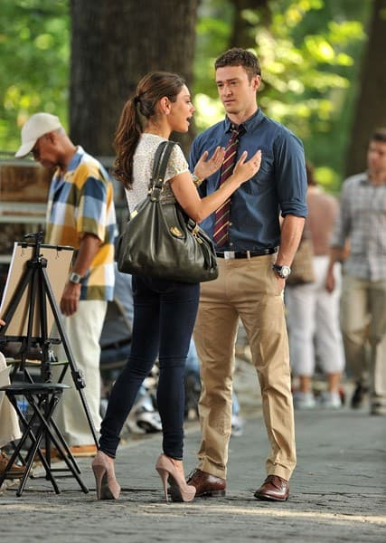 "Mila Kunis and Justin Timberlake on location for ""Friends With Benefits"" on 5th Avenue on July 20, 2010 in New York City."