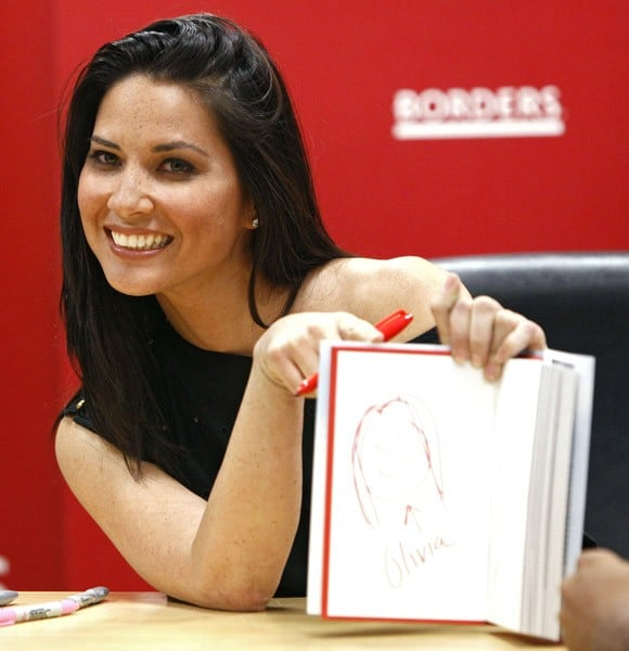 Olivia Munn Signs 'Suck It, Wonder Woman!' at Borders