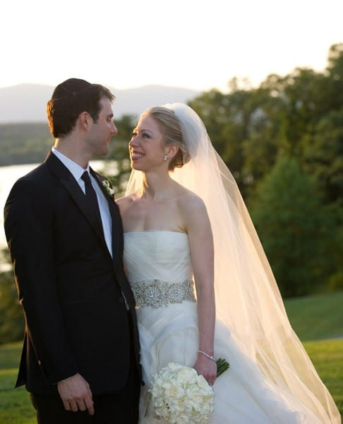 Marc Mezvinsky (L) and Chelsea Clinton pose during their wedding at the Astor Courts Estate on July 31, 2010 in Rhinebeck, New York.