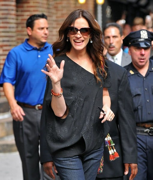 "Julia Roberts visits ""Late Show With David Letterman"" at the Ed Sullivan Theater on August 4, 2010 in New York City."