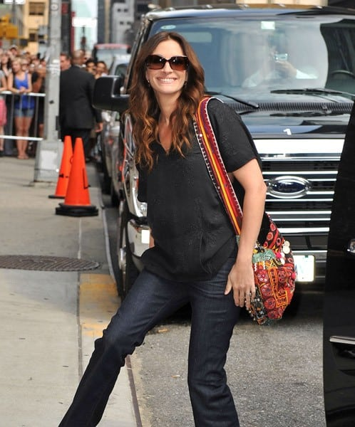 Julia Roberts visits 'Late Show With David Letterman' at the Ed Sullivan Theater on August 4, 2010 in New York City.