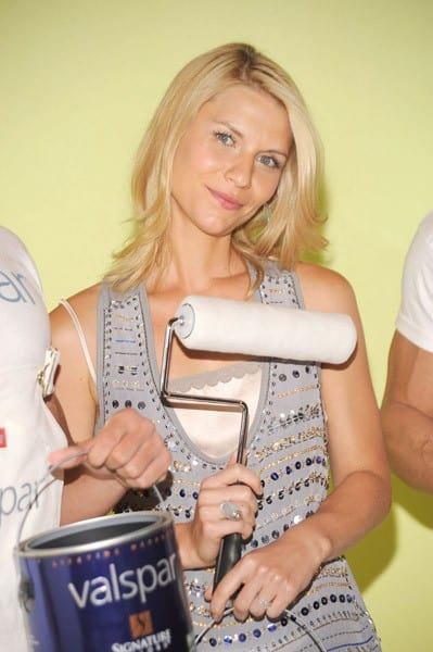 Actress Claire Danes attends the launch of Valspar's new Hi-Def Paint at Vanderbilt Hall at Grand Central Terminal on August 17, 2010 in New York City.