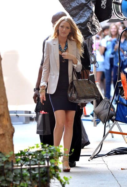 Blake Lively is seen filming on location for 'Gossip Girl' in Manhattan on September 8, 2010 in New York City.