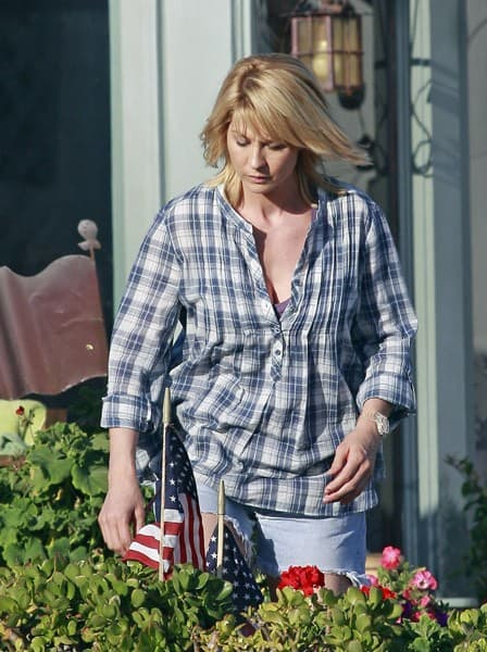 Jenna Elfman is seen on location for 'Friends With Benefits' in Malibu on August 31, 2010 in Los Angeles, California.