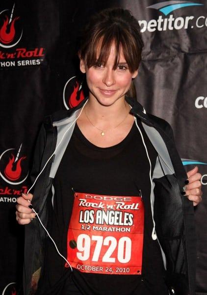 Actor Jennifer Love Hewitt attends the Dodge Rock N Roll Half Marathon To Benefit J.K. Livin' Foundation on October 24, 2010 in Los Angeles, California.