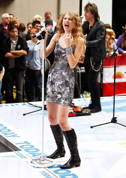 Singer Taylor Swift performs on NBC's 'Today Show' at Rockefeller Center on October 26, 2010 in New York City.