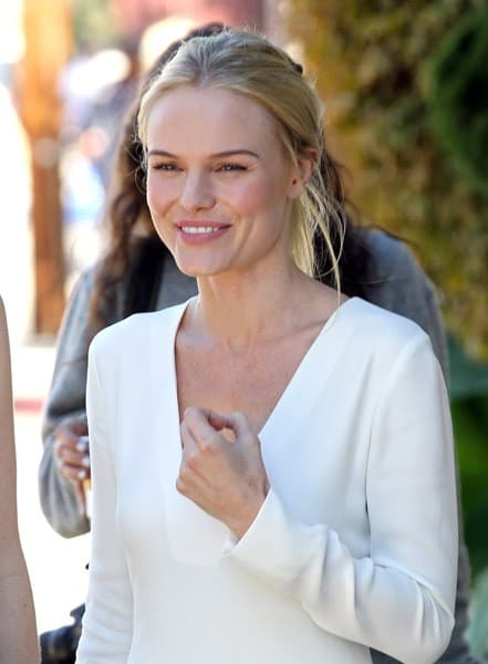 Kate Bosworth is seen on location for 'BFF & Baby' on November 1, 2010 in Los Angeles, California.