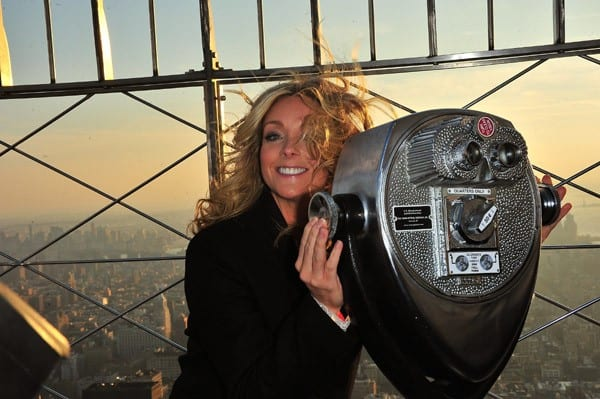 Actress Jane Krakowski visits The Empire State Building in support of the S.L.E. Lupus Foundation Life Without Lupus Gala on November 22, 2010 in New York City.