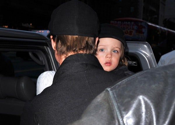Brad Pitt and Angelina Jolie visit Lee's Art Shop with their children Vivienne Jolie-Pitt and Knox Jolie-Pitt on December 4, 2010 in New York City.
