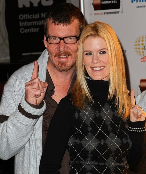Reality Stars Simon van Kempen and Alex McCord visit the Duracell Mobile Smart Power Lab on December 21, 2010 in New York City.