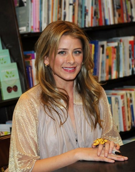 Lo Bosworth promotes 'The Lo-Down' at Barnes & Noble on January 11, 2011 in Princeton, New Jersey.