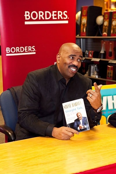 Steve Harvey signs copies of his book 'Straight Talk, No Chaser' at Borders Book Store on January 19, 2011 in Washington, DC.