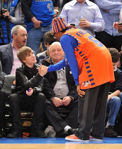 Spike Lee, Justin Bieber and Chris Rock attend the Dallas Mavericks vs New York Knicks game at Madison Square Garden on February 2, 2011 in New York City.