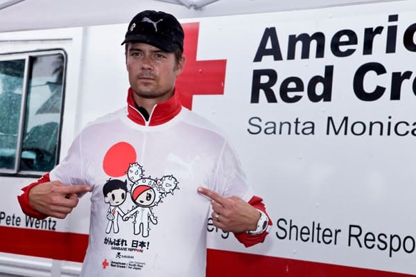 Fergie and Josh Duhamel at The American Red Cross Run for Japan at Santa Monica Beach on March 27, 2011 in Santa Monica, California.