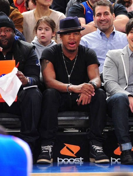 Ne-Yo attends the Indiana Pacers vs New York Knicks game at Madison Square Garden on March 13, 2011 in New York, New York.