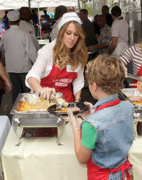 Haylie Duff and Hilary Duff serve food at the Los Angeles Mission Easter For The Homeless held at Los Angeles Mission on April 22, 2011 in Los Angeles, California.