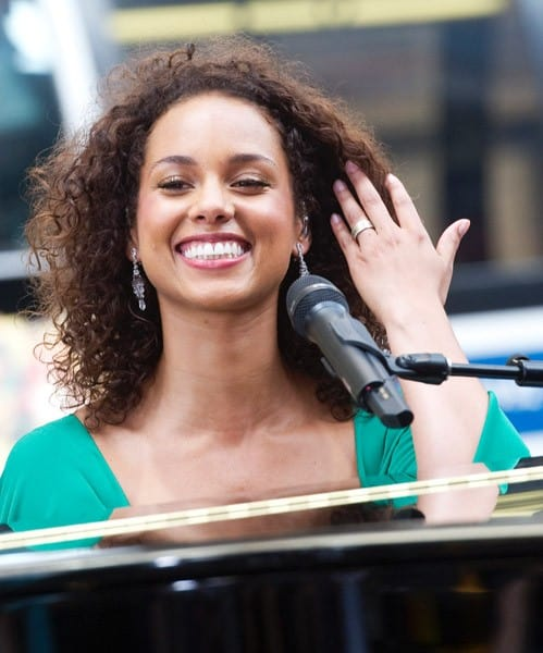Alicia Keys performs live on ABC's 'Good Morning America' at ABC Studios in Times Square on June 28, 2011 in New York City.