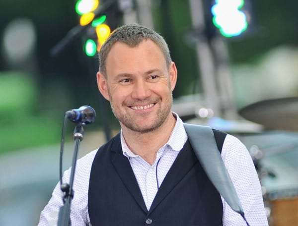 Recording artist David Gray performs at the CBS Early Show Studio Plaza on June 27, 2011 in New York City.