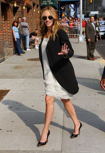 Actress Julia Roberts arrives to 'Late Show With David Letterman' at the Ed Sullivan Theater on June 28, 2011 in New York City.