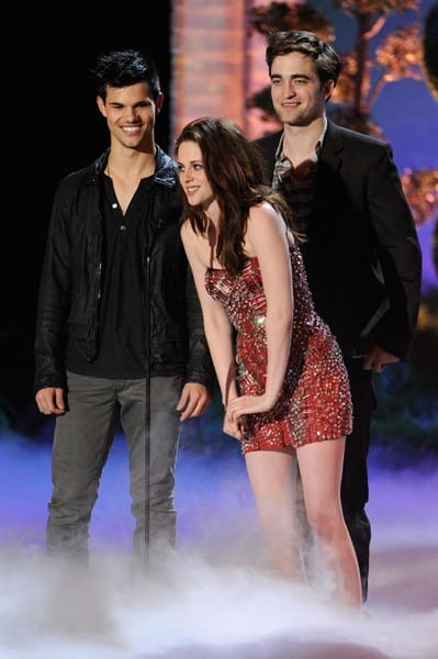 Actors Taylor Lautner, Kristen Stewart and Robert Pattinson speak onstage during the 2011 MTV Movie Awards at Universal Studios' Gibson Amphitheatre on June 5, 2011 in Universal City, California.