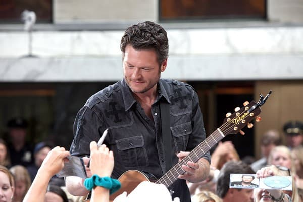 Blake Shelton performs at Rockefeller Center on July 8, 2011 in New York City.