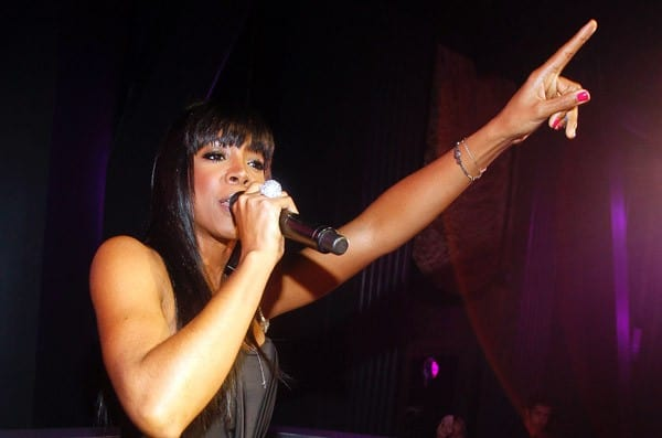 Kelly Rowland performs live at Chateau Nightclub & Gardens at Paris Las Vegas on August 27, 2011 in Las Vegas, Nevada.