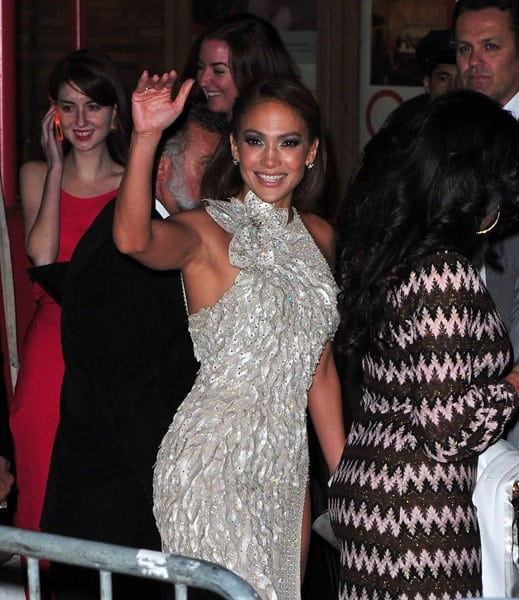 Jennifer Lopez arrives to Carnegie Hall for Glamour's 2011 Women of the Year Awards on November 7, 2011 in New York City.
