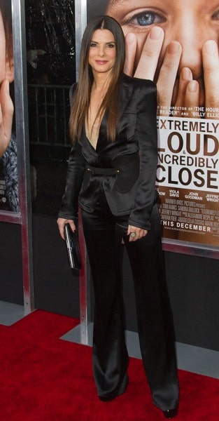 Sandra Bullock Arrives to the 'Extremely Loud and Incredibly Close' Premiere in New York City on December 15, 2011