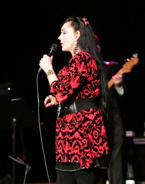 crystal gayle performs in new york contact any celebrity