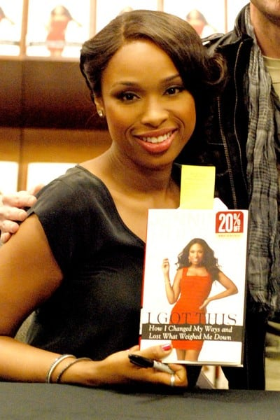 Jennifer Hudson Signs 'I Got This: How I Changed My Ways and Lost What Weighed Me Down' at Barnes and Noble in Chicago, Illinois on January 17, 2012