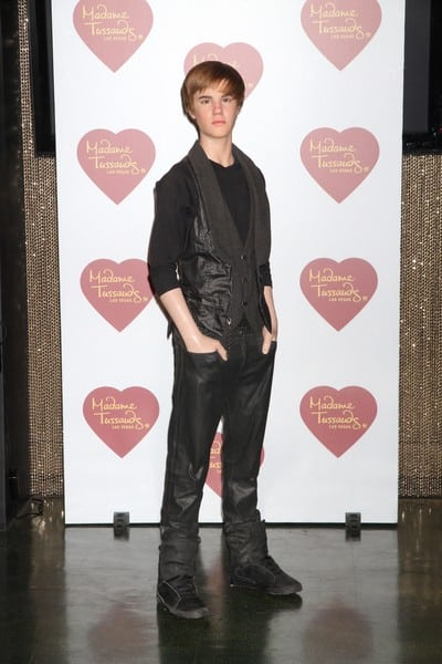 Madame Tussauds Unveils Justin Bieber Wax Figure & Reveals T-Shirt Created ...